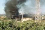 Augusta, fiamme in un capannone a Punta Cugno