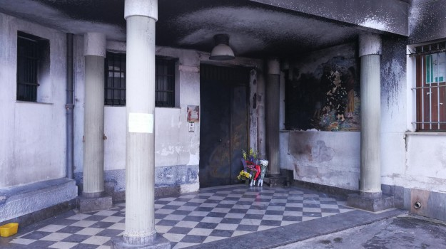bruciato, clochard, Palermo, Palermo, Cronaca