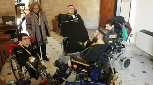 assegno disabili gravi, comitato siamo handicappati no cretini, disabili, regione, Alessio Pellegrino, Gianluca Pellegrino, Rosario Crocetta, Sicilia, Politica