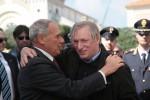 """Locri, 25mila contro le mafie, don Ciotti: """"Siamo tutti sbirri"""". In 12mila a Trapani"""