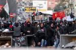 Arriva Salvini, guerriglia e molotov: Napoli sotto scacco
