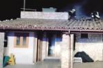 Rogo nella notte in un'azienda agricola ad Acate