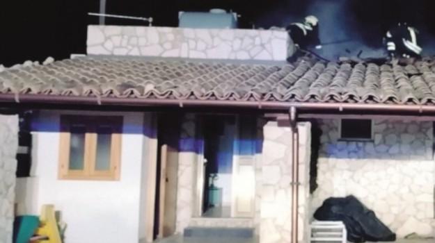 Acate, incendio, Ragusa, Cronaca