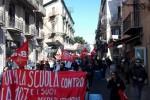 """Protesta contro la """"Buona scuola"""", in migliaia in strada anche a Palermo"""