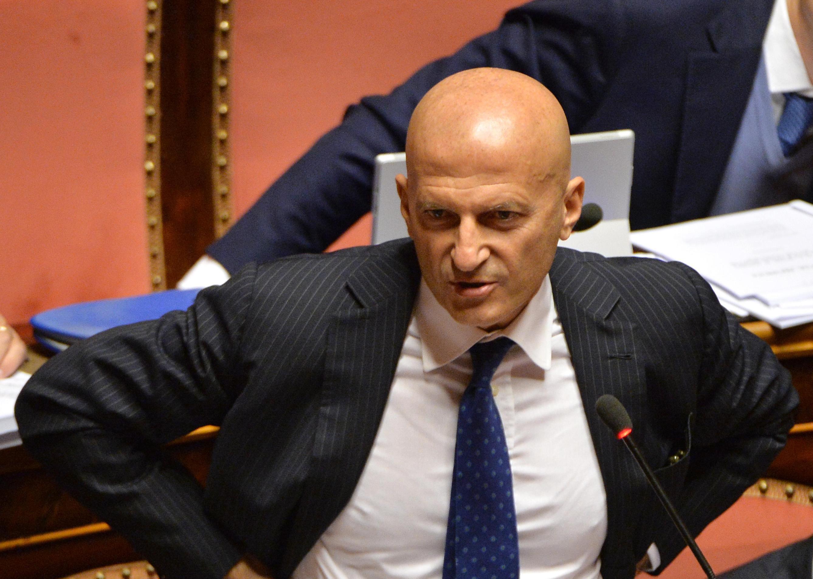 Senato minzolini presenta le dimissioni sono una for Senato italia