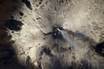 Scia di fumo e lava, l'Etna visto dallo spazio negli scatti di Pesquet