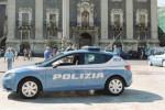 Catania, mostrano il taser ad un uomo armato: bloccato un marocchino irregolare