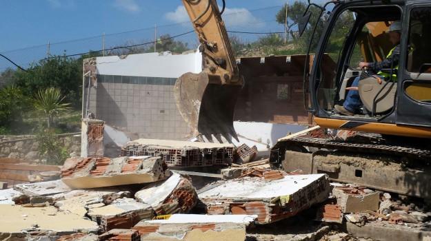 abusivismo Licata, demolizioni licata, ruspe, Agrigento, Cronaca