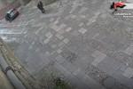 Ruba una borsa dall'auto in sosta: incastrato dalle telecamere a Monreale