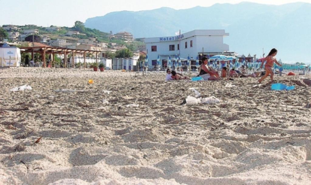 Matrimonio Spiaggia Alcamo : Alcamo marina la spiaggia ripulita da canne e detriti