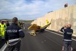 Favara, aereo ultraleggero cade sulla statale: il pilota muore sul colpo - Foto e Video