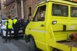 Vigile aggredito in piazza Verdi, finisce in ospedale - Video