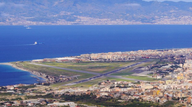Aeroporto, cenere, eruzione, etna, Reggio Calabria, Sicilia, Cronaca