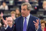 """Farage attacca l'Ue: """"Vi comportate come la mafia"""""""