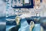 Sospesa a 150 metri d'altezza, ecco la piscina col fondale mozzafiato
