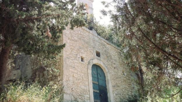 chiesetta del calvario, raid vandalici, scicli, vandalismo, Ragusa, Cronaca