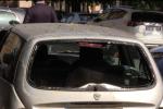 Clochard trovato morto in un'auto in piazza Lolli a Palermo: passava la notte nell'abitacolo