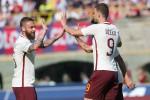 Il Napoli travolge la Lazio, ok la Roma. Inter ko a Crotone