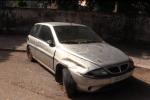 Senzatetto morto a Palermo, un'auto il suo giaciglio per la notte: le immagini