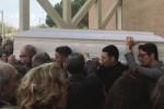 Lacrime e dolore a Siracusa per i funerali di Renzo
