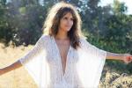 Halle Berry e lo scatto senza reggiseno: a 50 anni continua a stupire