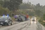 Camion finisce su un'auto: due feriti a San Cataldo
