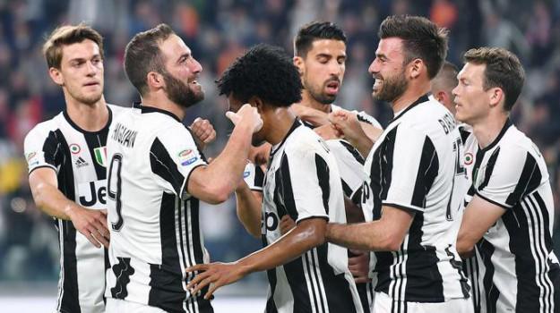 Calcio, chievo, Juventus, SERIE A, Gonzalo Higuain, Sicilia, Sport