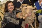 """Anche la Boldrini salva due agnelli: """"Silvio ha fatto un casting, i miei veraci"""""""