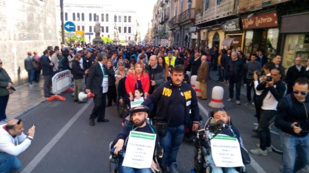 disabili sicilia, marcia disabili, Ficarra e Picone, Jovanotti, PIF, Rosario Crocetta, Palermo, Cronaca