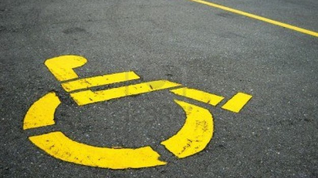 caltanissetta, polizia municipale, posti auto disabili, Caltanissetta, Cronaca