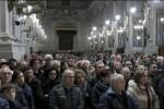 """Duemila fedeli con Lorefice dopo l'attacco del """"prete ribelle"""""""
