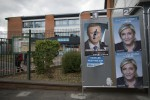 La Francia blindata oggi al voto: allarme degli 007 per i seggi a rischio. Per strada psicosi jihadista