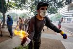 Tre morti nei cortei contro il governo in Venezuela, Trump attacca Maduro