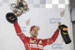 Vettel trionfa in Bahrain davanti alla Mercedes di Hamilton