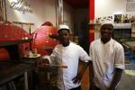 A Palermo due migranti imparano il mestiere del pizzaiolo - Le foto