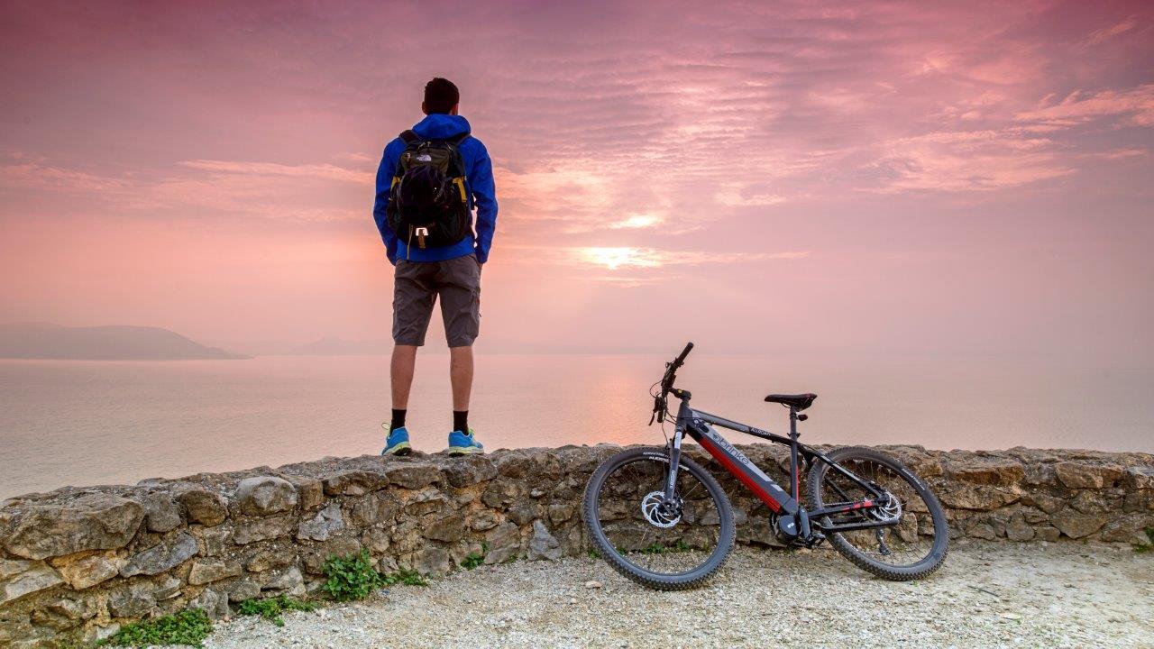 Rubano la bicicletta al bikers francese. Parte la rete della solidarietà
