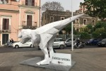 Dinosauro in piazza, a Catania la campagna sui vantaggi dei pagamenti elettronici