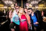 """A Los Angeles per il nuovo videoclip, Fedez """"irrompe"""" in casa di Paris Hilton"""