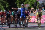 Giro, a Reggio Emilia terzo sprint vincente per Gaviria