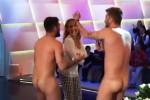 Si spogliano nudi in tv: lo scherzo de Le Iene a Barbara D'Urso
