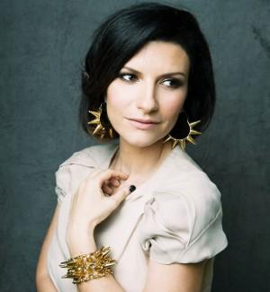 """""""Ti dedico la mia voce"""", il tweet di Laura Pausini per la giovane fan morta a 6 anni"""