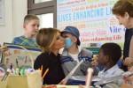 Selfie e disegni con i piccoli pazienti: la visita di Melania Trump al Bambin Gesù