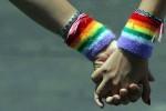 Omofobia, Arcigay: in un anno oltre 190 casi, è allarme baby gang