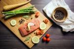 Pesce, verdure e spezie: esperti indicano i cibi giusti per vivere a lungo