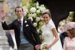 L'arrivo in Rolls Royce e nove paggetti, Pippa e James hanno detto sì: tutte le foto