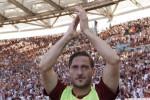 """""""Continuo, non so dove, ma continuo"""": la rivelazione di Totti agli amici e ai parenti"""