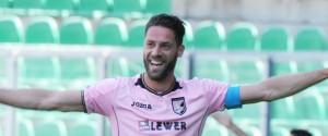Palermo, prova di forza al San Nicola. Bari travolto 3-0: rosanero primi da soli