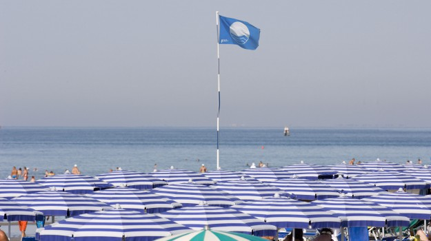 bandiera blu, Santa Teresa di Riva, Messina, Società