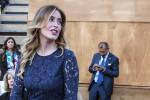 Abito corto in pizzo blu e sandali dorati: Maria Elena Boschi al G7 - Foto