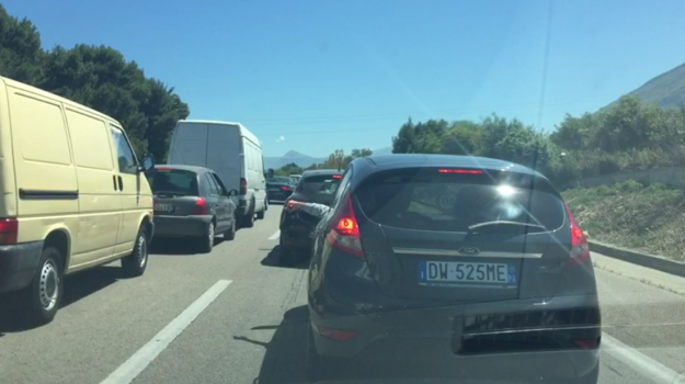 autostrada palermo catania, incidente stradale, polizia stradale buonfornello, trattore in autostrada, Palermo, Cronaca